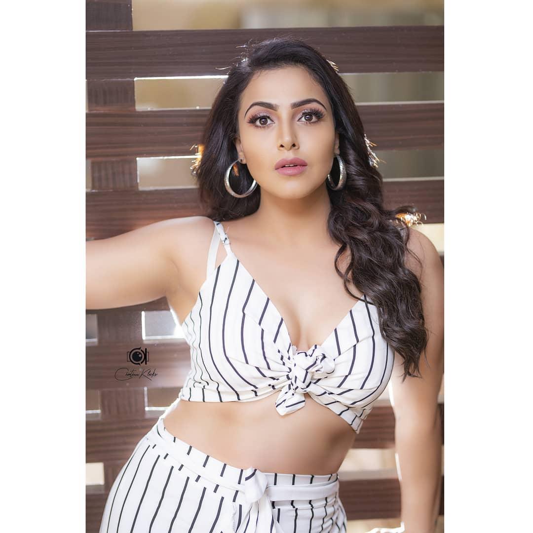 Actress Nandini Rai Latest Photos (2)
