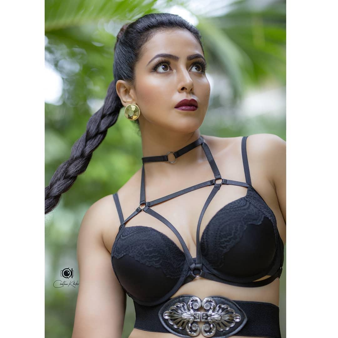 Actress Nandini Rai Latest Photos (21)