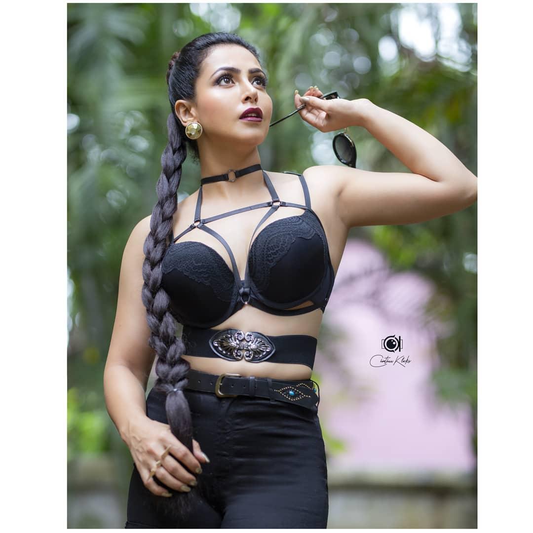 Actress Nandini Rai Latest Photos (23)