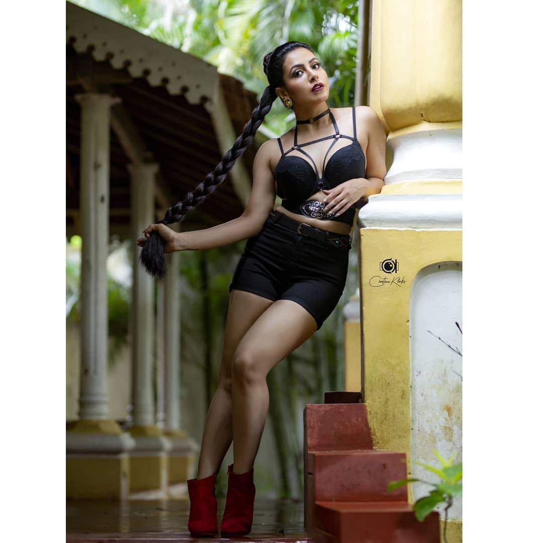Actress Nandini Rai Latest Photos (25)