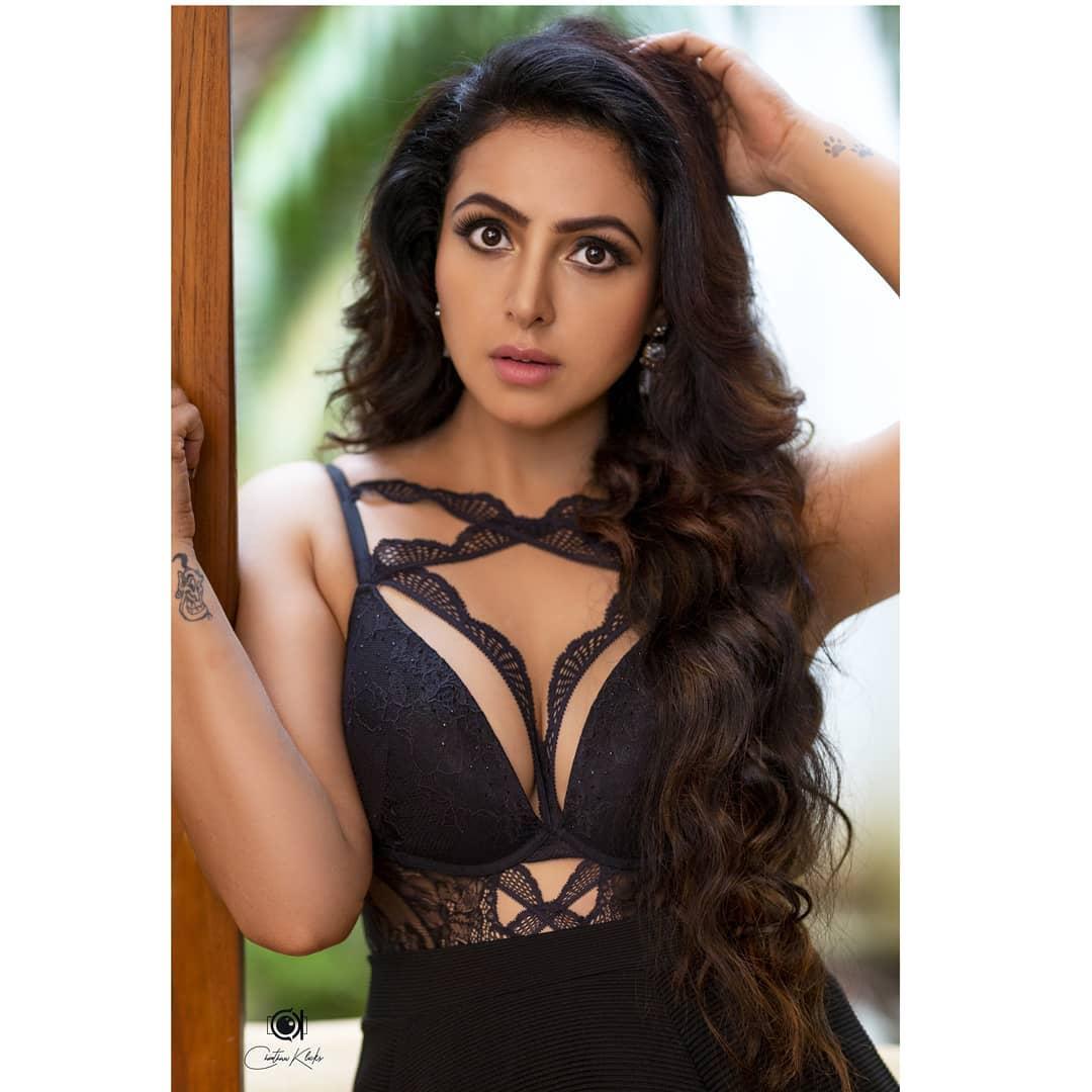 Actress Nandini Rai Latest Photos (28)