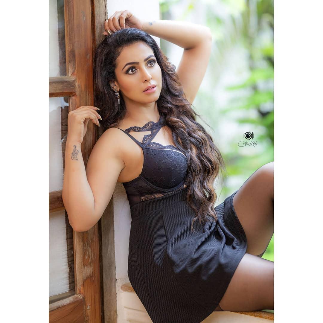 Actress Nandini Rai Latest Photos (34)