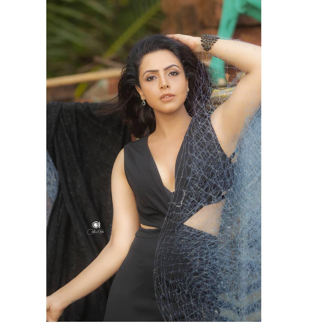 Actress Nandini Rai Latest Photos (38)