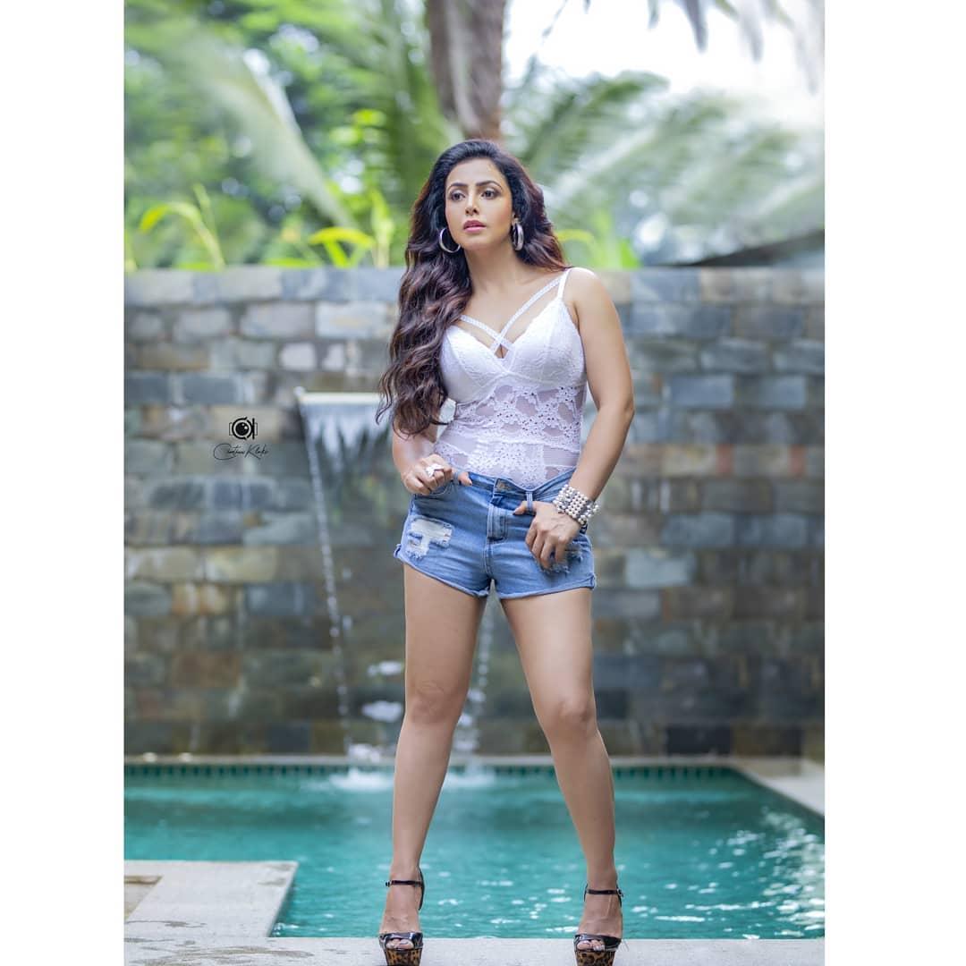 Actress Nandini Rai Latest Photos (39)