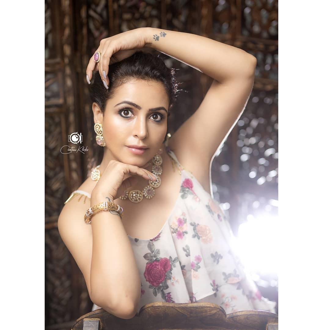 Actress Nandini Rai Latest Photos (9)