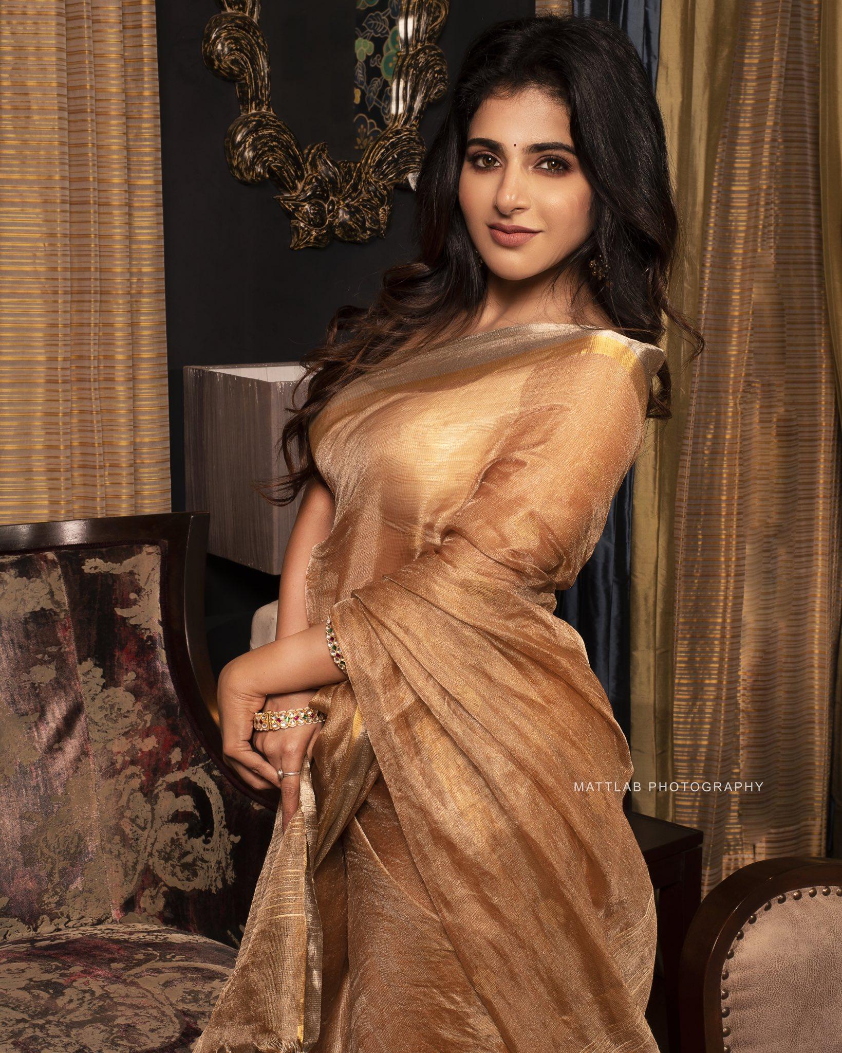 Tamil Actress Iswarya Menon New Saree Photos