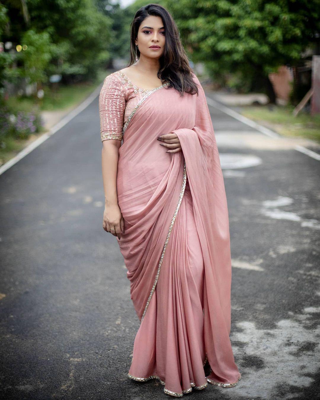 Bold And Beautiful VJ Maheswari Photos