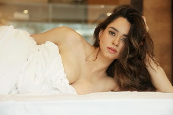 Beauty Queen Soundarya Sharma Photos (26)