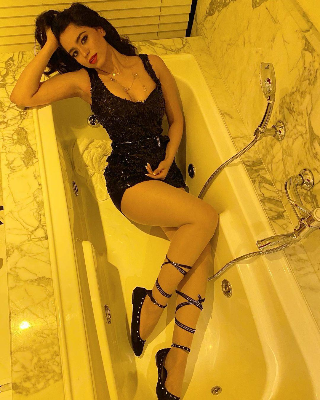 Beauty Queen Soundarya Sharma Photos (32)