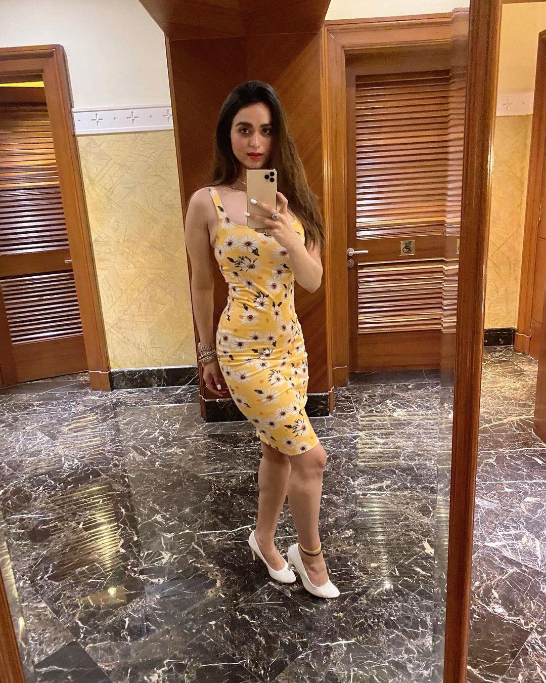 Beauty Queen Soundarya Sharma Photos (35)