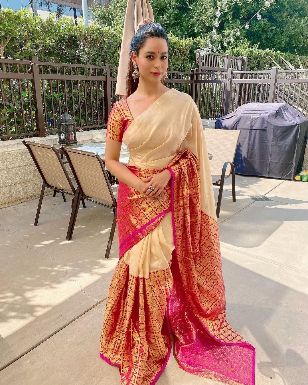Beauty Queen Soundarya Sharma Photos (55)