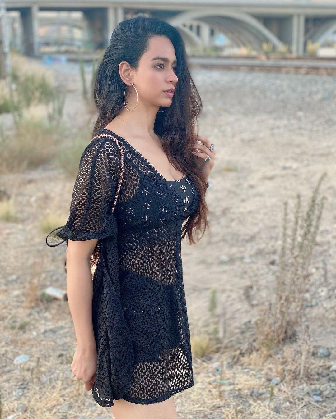 Beauty Queen Soundarya Sharma Photos (57)