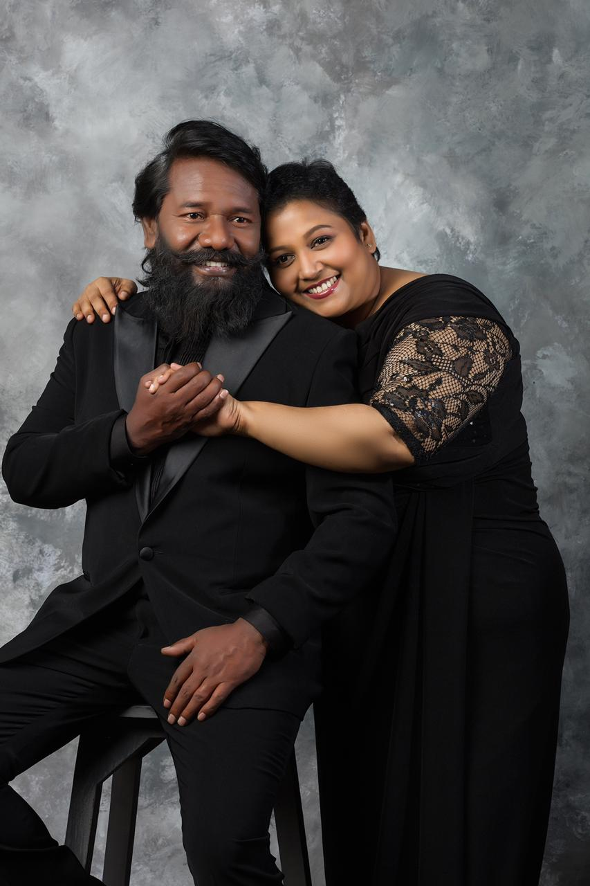Latest photos of actor Karunaas and his wife Grace Karunaas