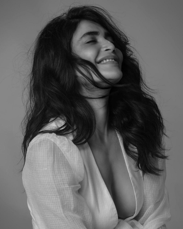 Karishma Tanna Instagram Photos (12)