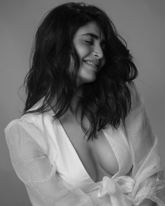 Karishma Tanna Instagram Photos (13)