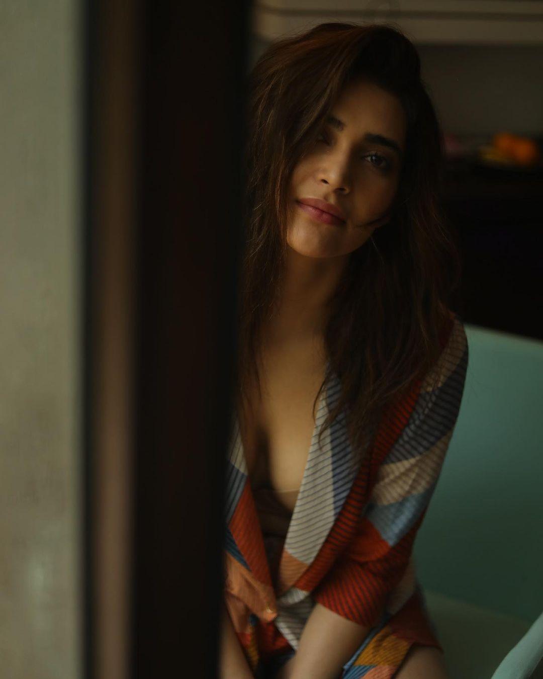 Karishma Tanna Instagram Photos (21)