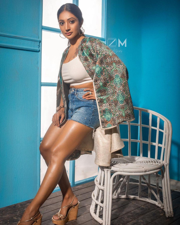 Stunning Bommu Lakshmi Pictures