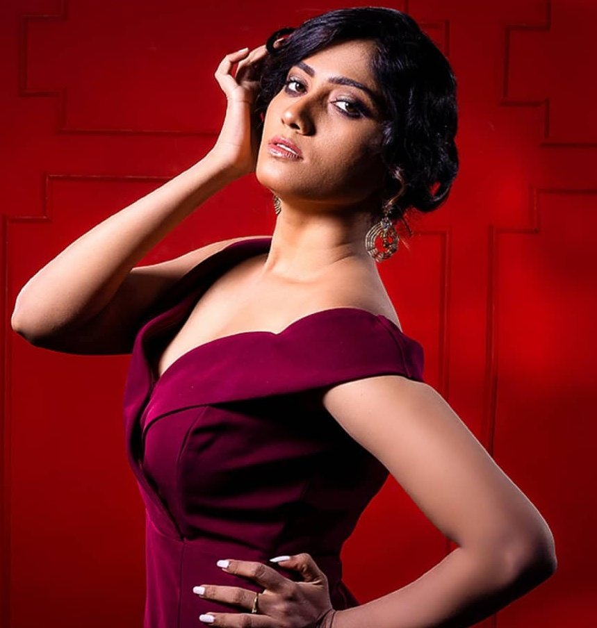 Bigg Boss Julie Stylish And Classy Photos