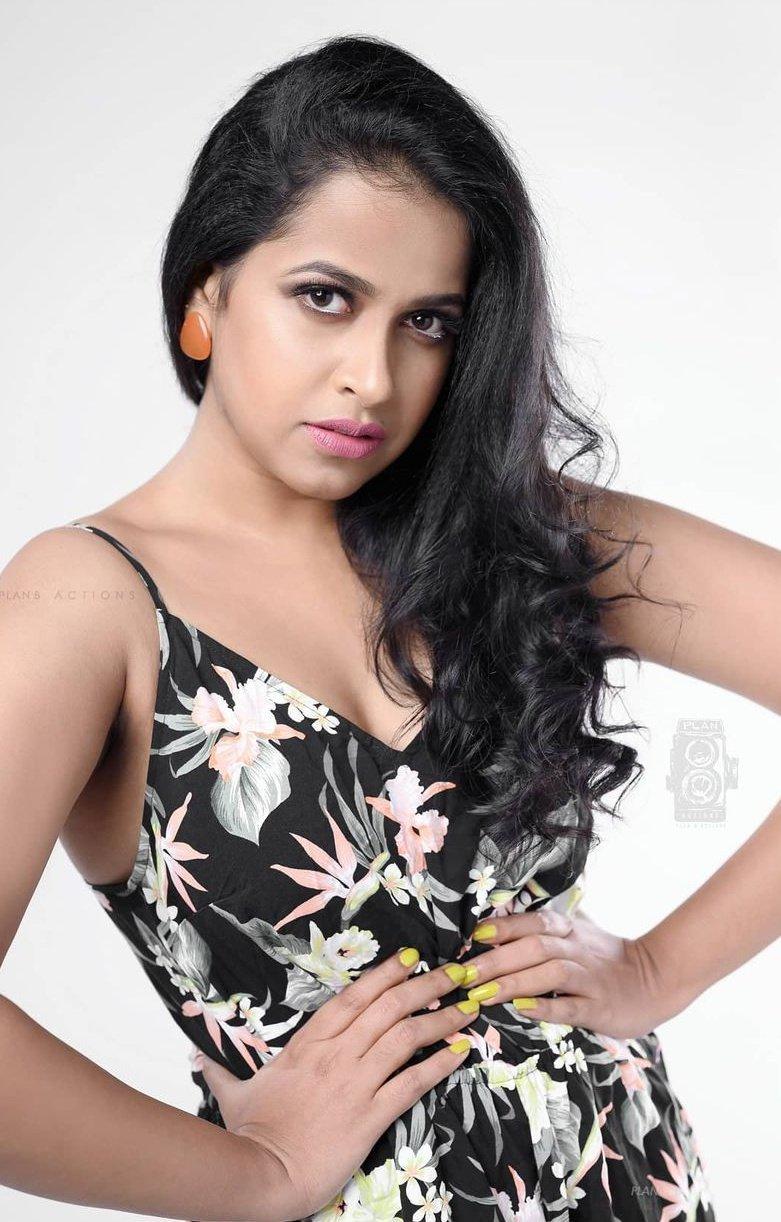 Malayalam Actress Sadhika Venugopal Photos