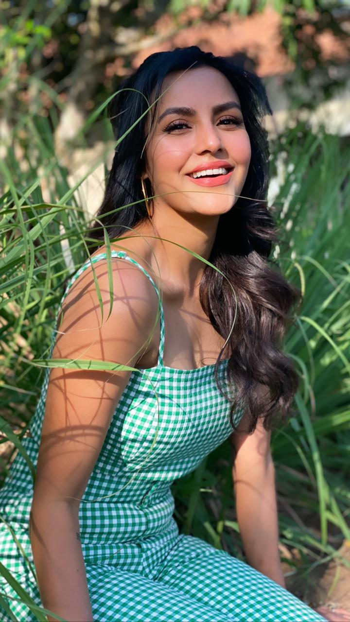 Charming Priya Anand Pictures