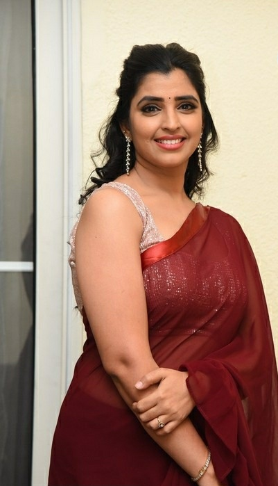Anchor Shyamala Brown Designer Saree Stills