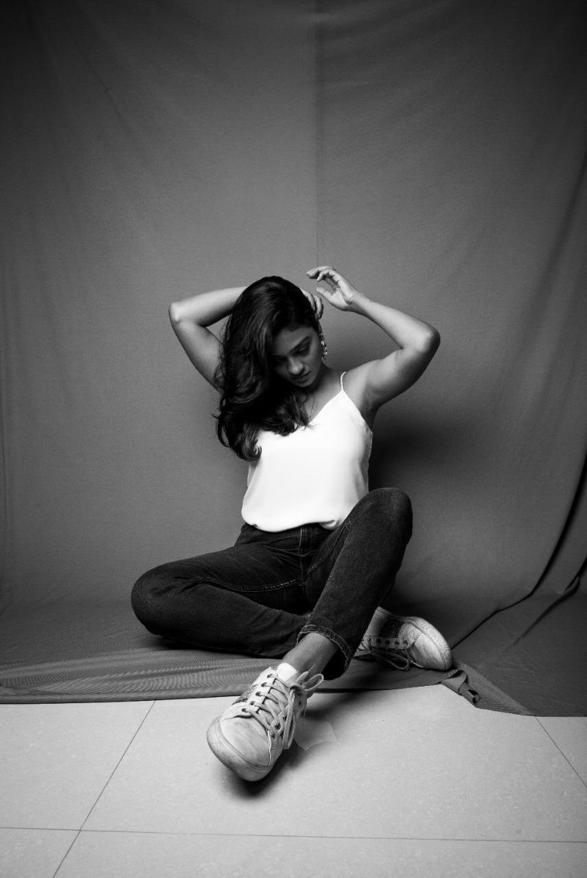 Tamil Actress Gayathrie New Photos