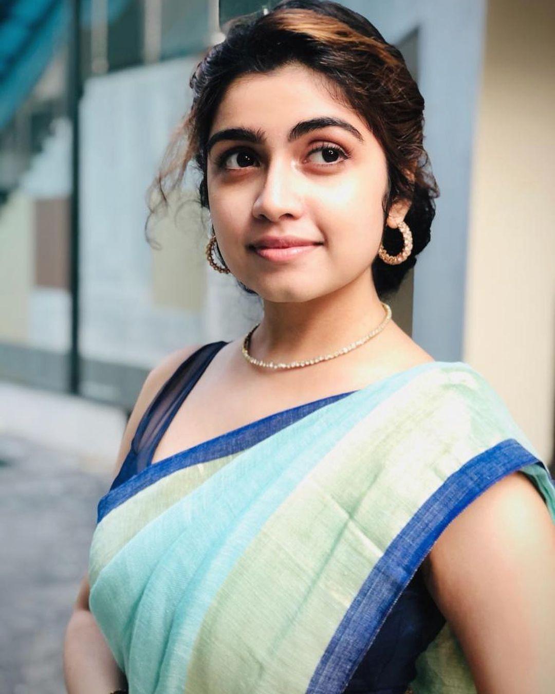 Actress Manasa Radhakrishnan Saree Photos (4)