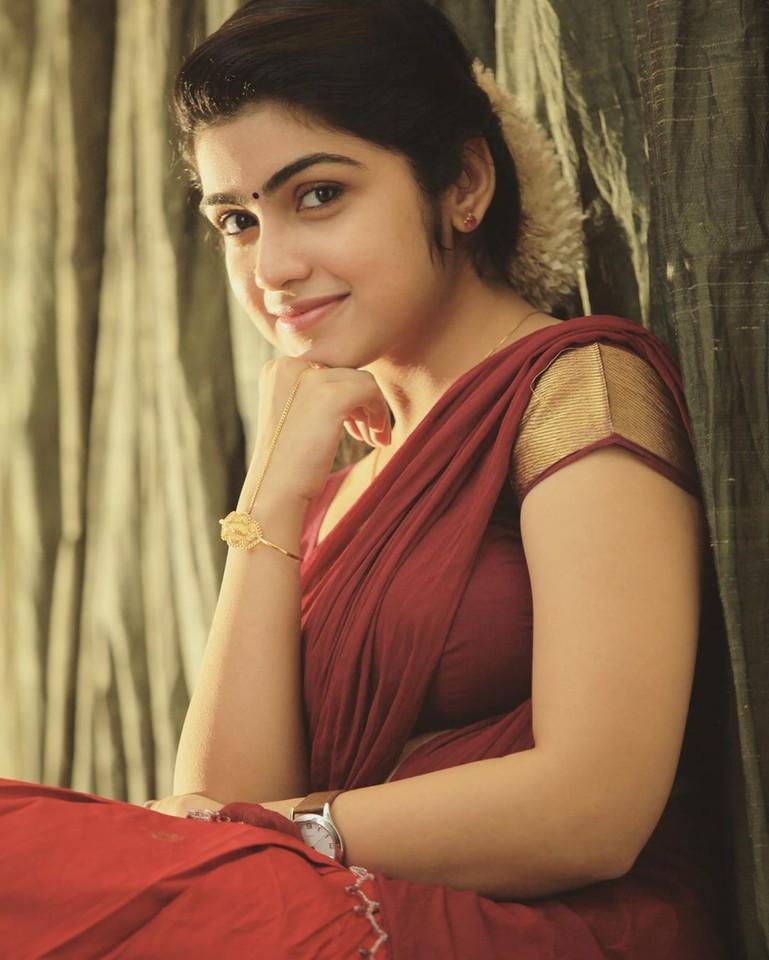 Actress Manasa Radhakrishnan Saree Photos (6)