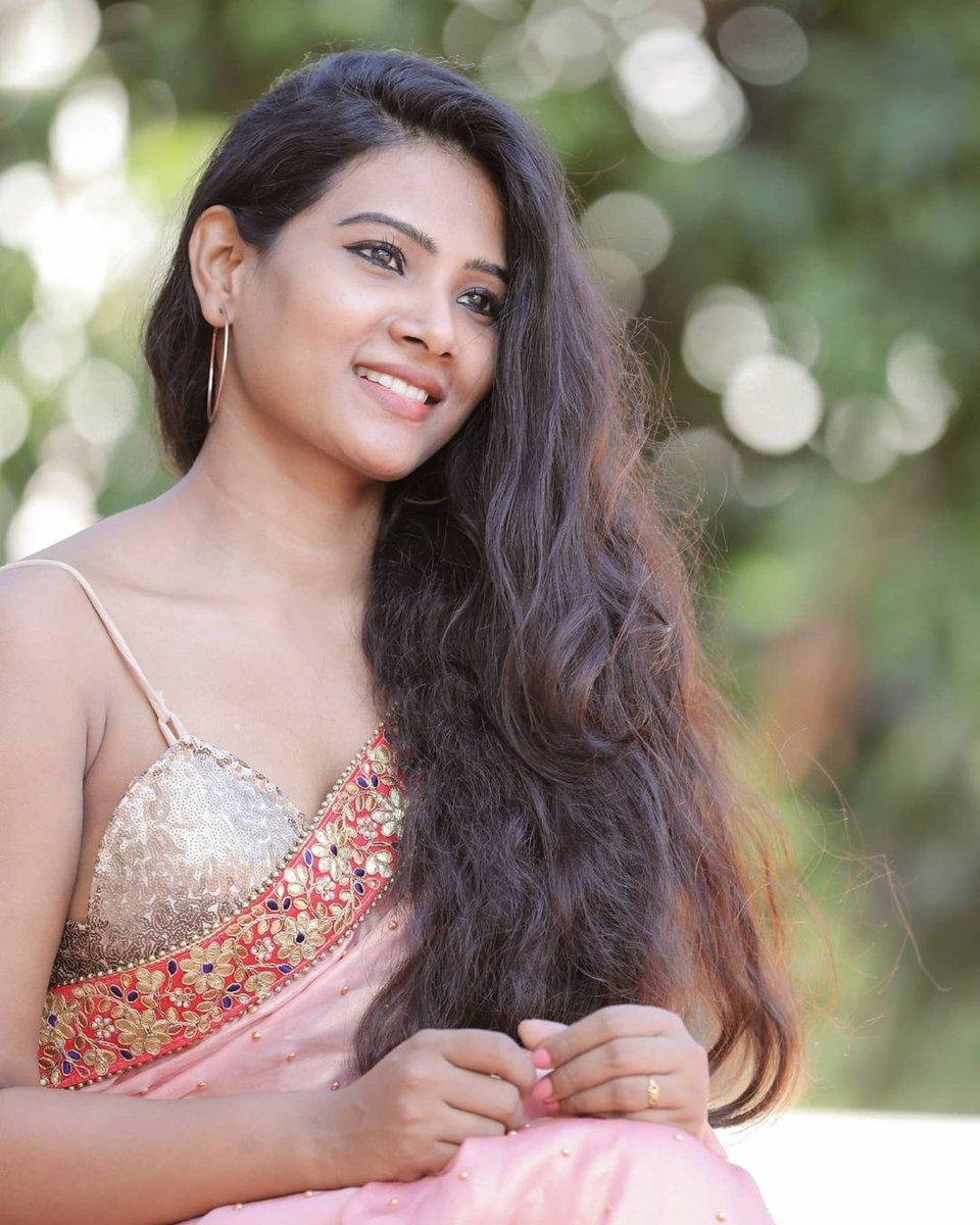 Actress Dhivya Dhuraisamy Saree Photos