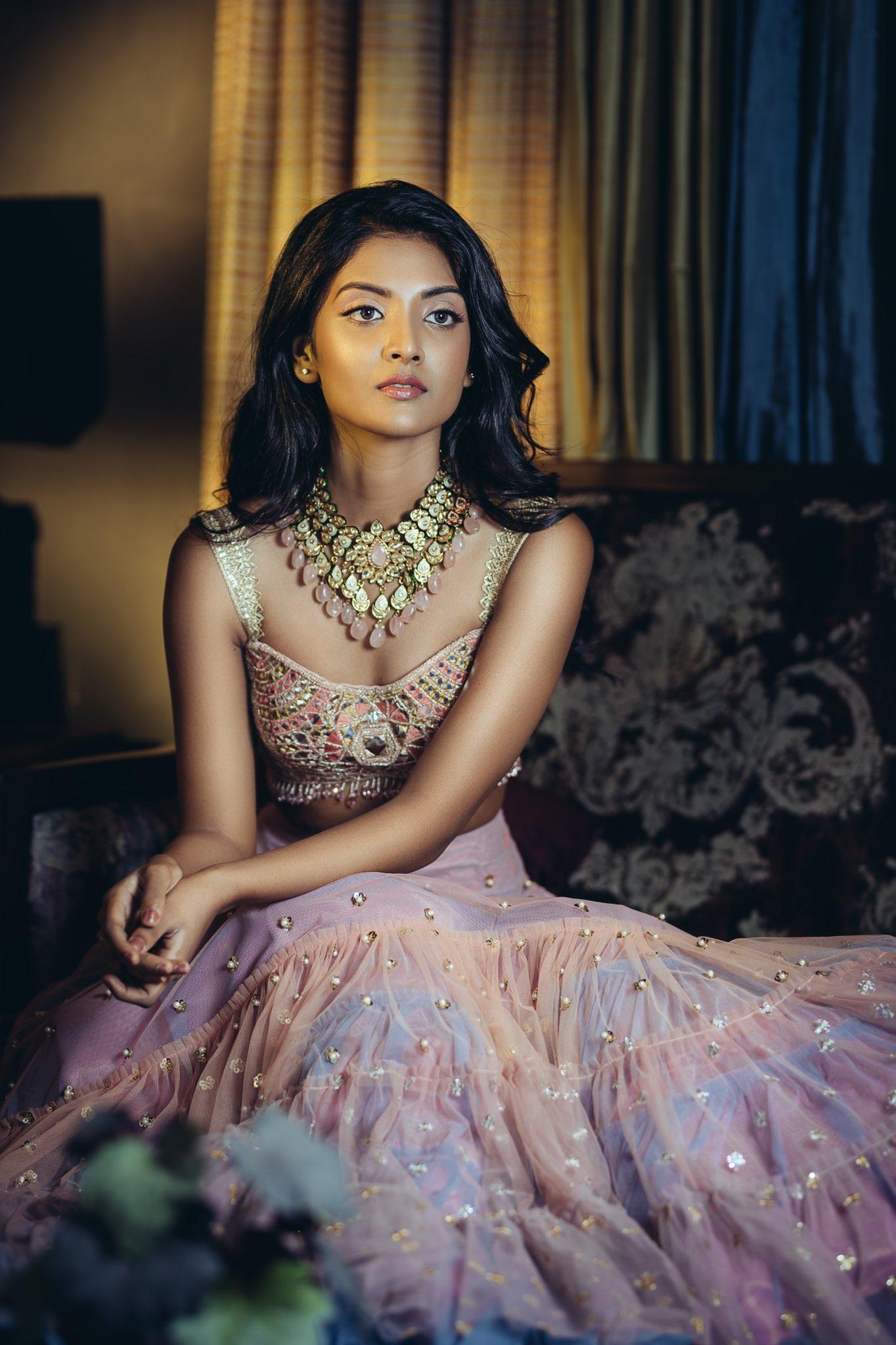Tamil Actress Nivedhithaa Sathish New Photos (11)