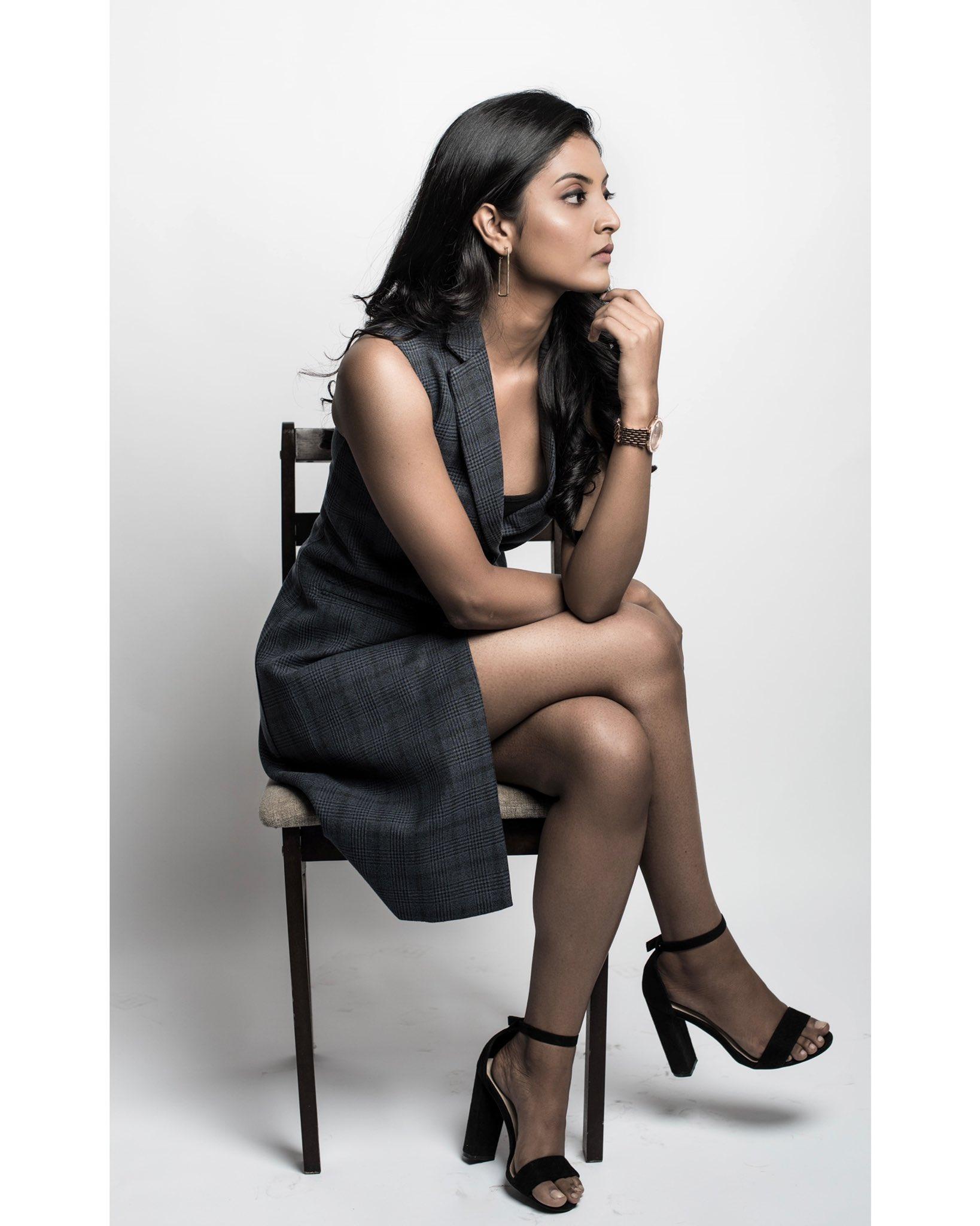 Tamil Actress Nivedhithaa Sathish New Photos (16)