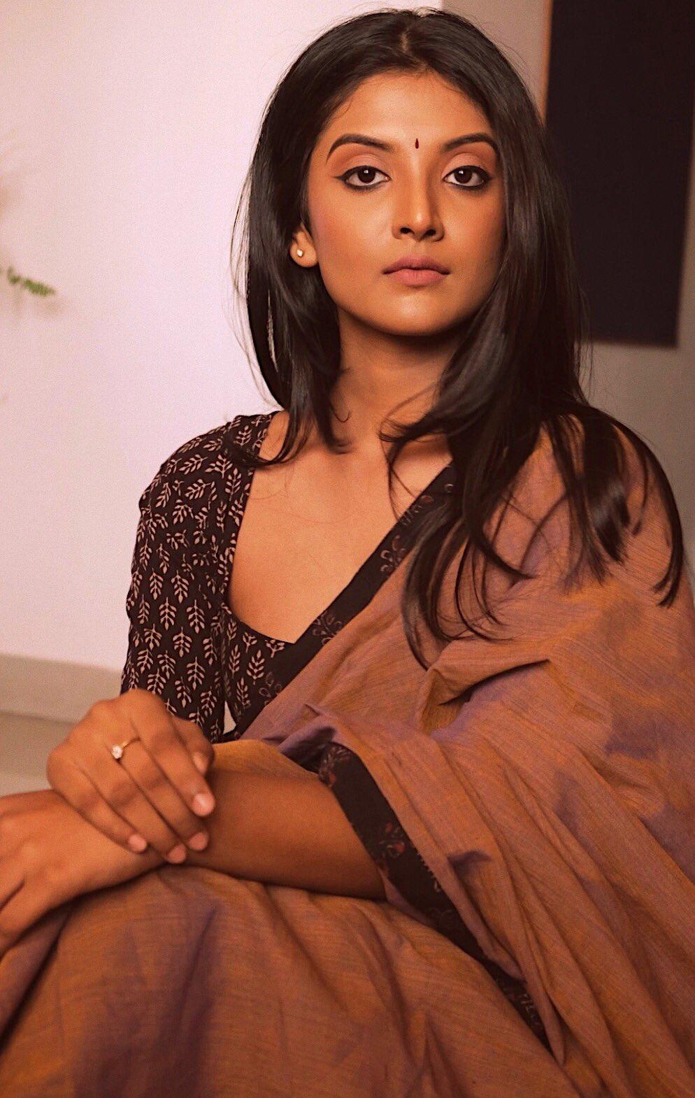 Tamil Actress Nivedhithaa Sathish New Photos (7)