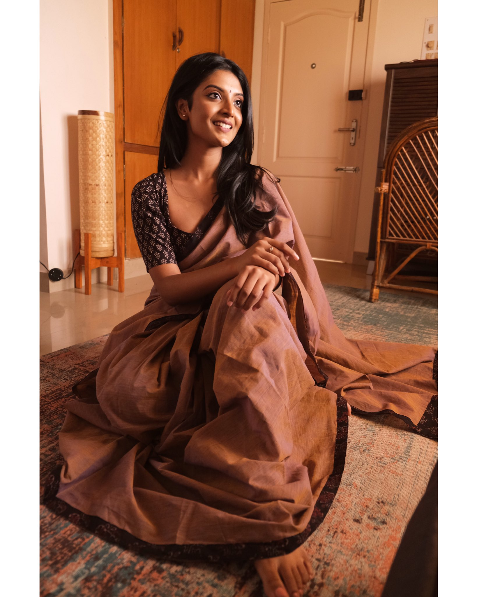 Tamil Actress Nivedhithaa Sathish New Photos (9)