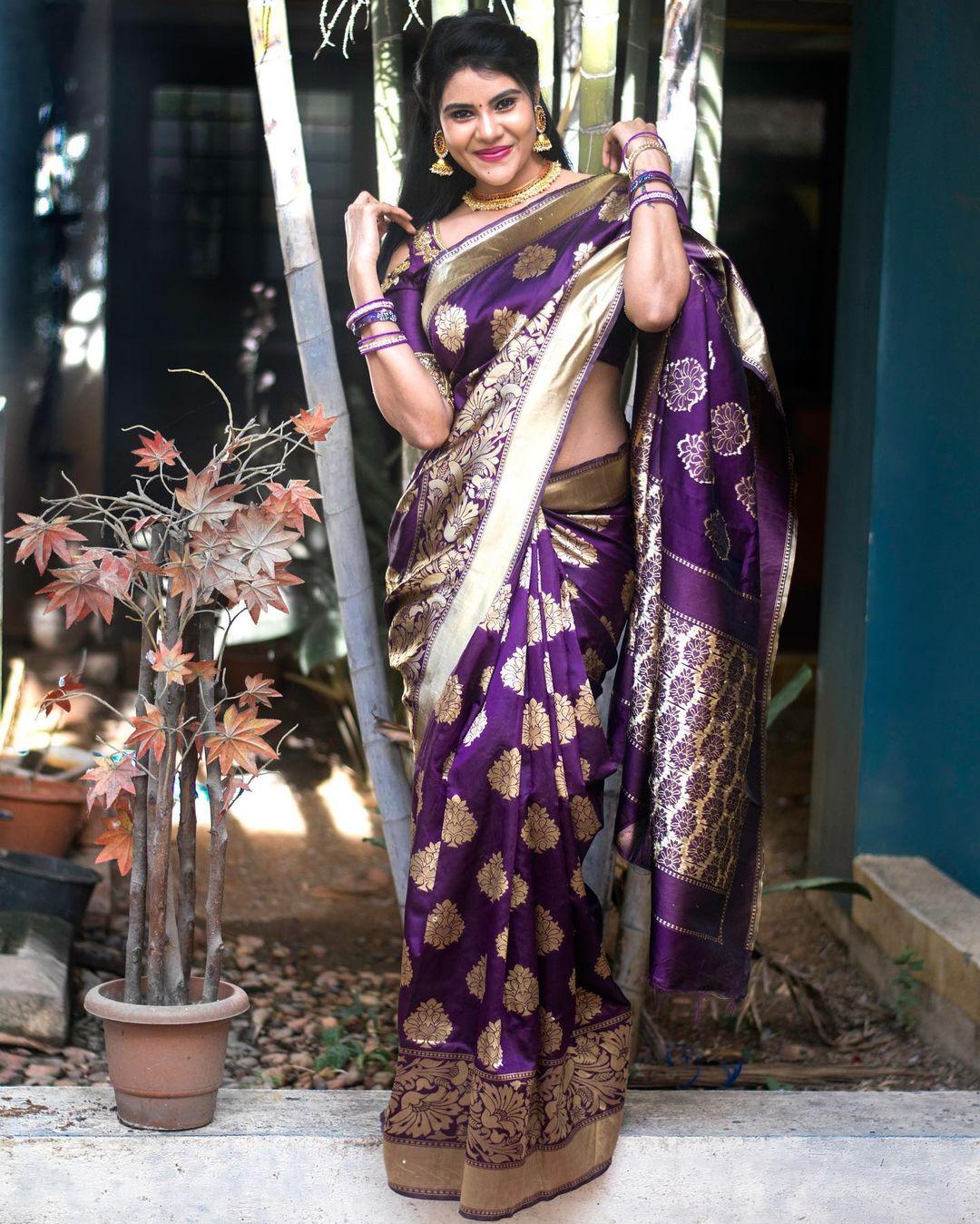 Tamil Serial Actress Nivisha Stills (6)