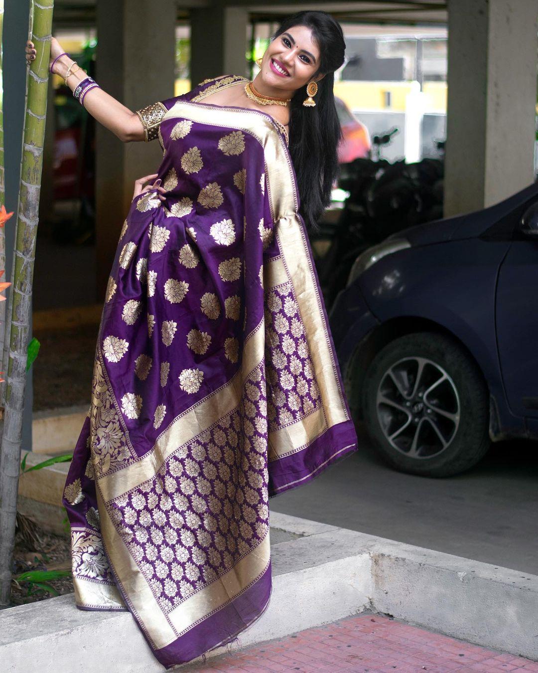 Tamil Serial Actress Nivisha Stills (7)