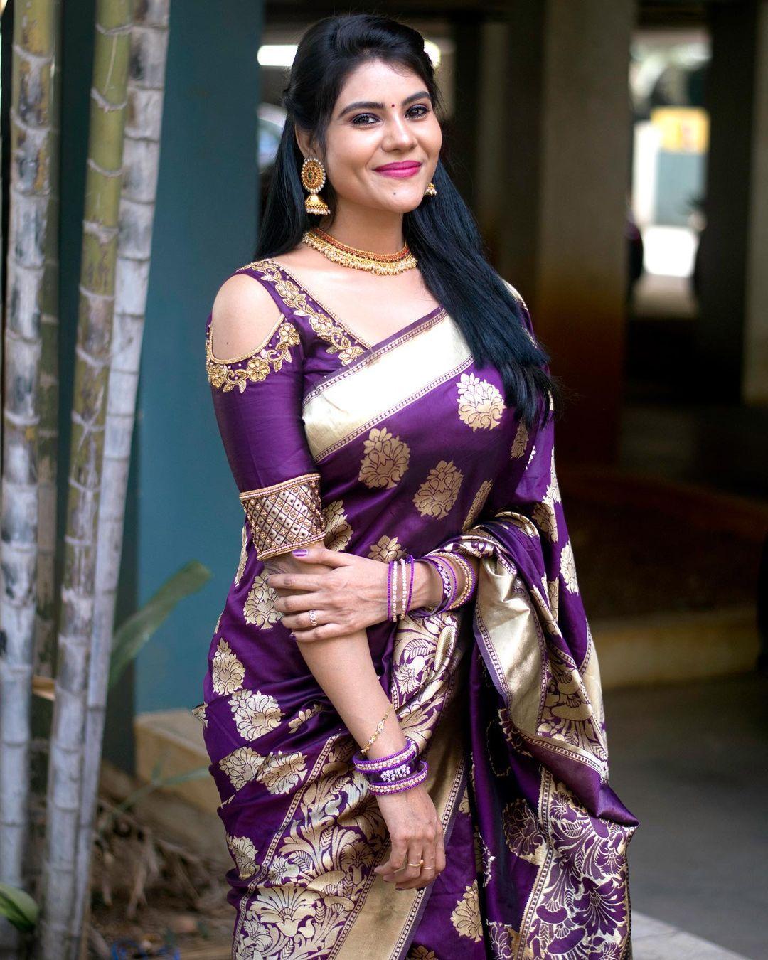 Tamil Serial Actress Nivisha Stills (8)