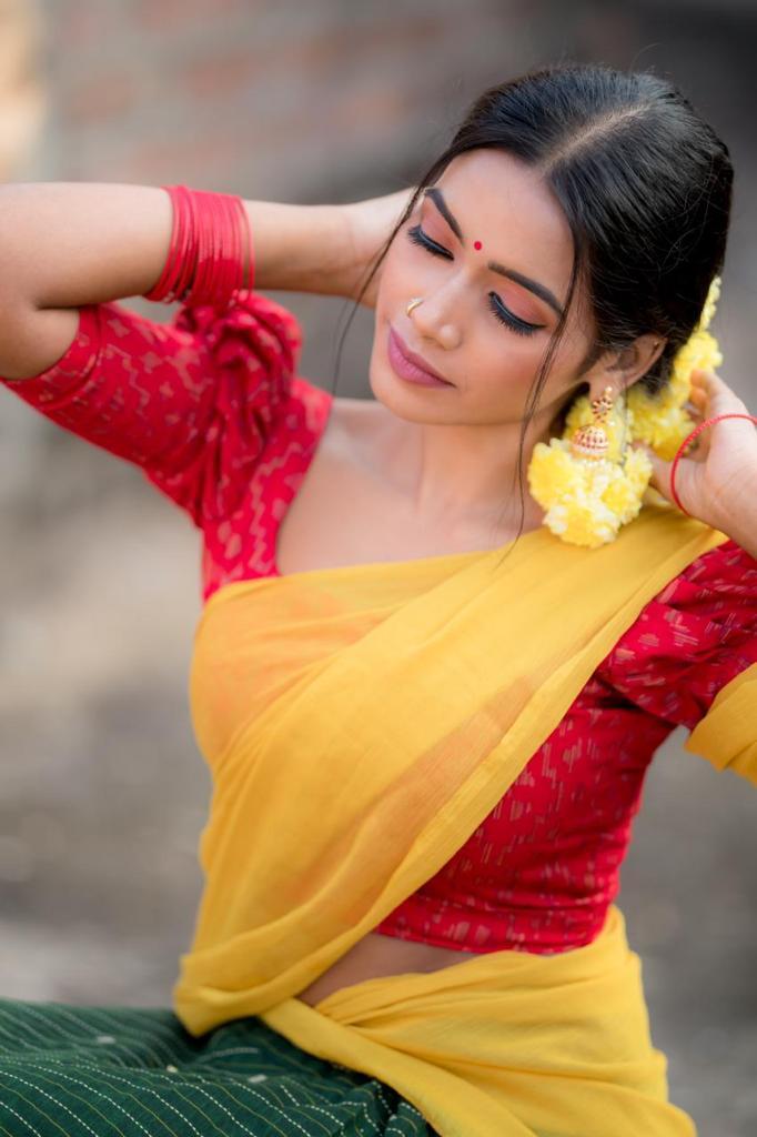 Tharsika Saree Photos HD (4)