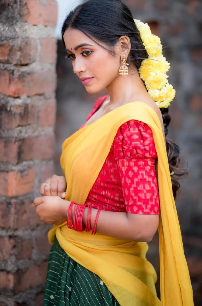 Tharsika Saree Photos HD (5)