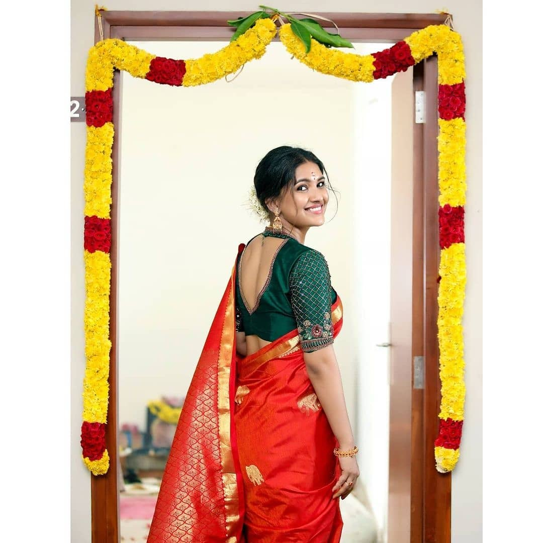 Vani Bhojan Actress Photos Stills Gallery (1)