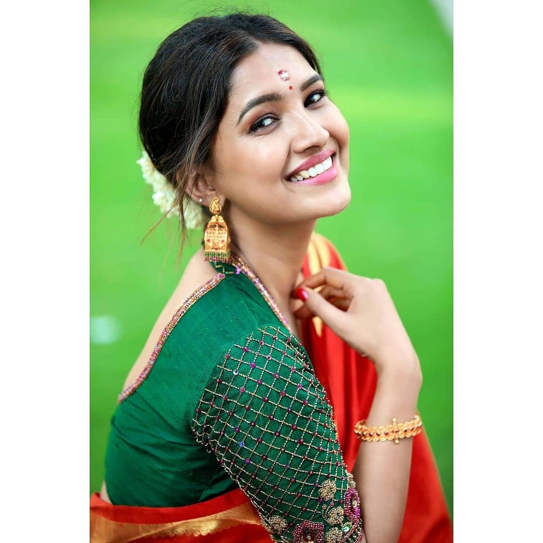 Vani Bhojan Actress Photos Stills Gallery (12)