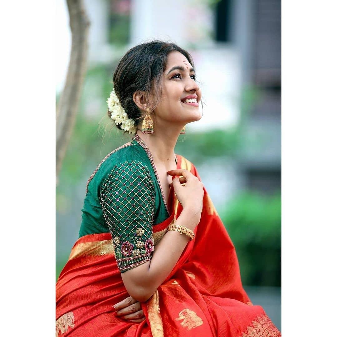 Vani Bhojan Actress Photos Stills Gallery (2)