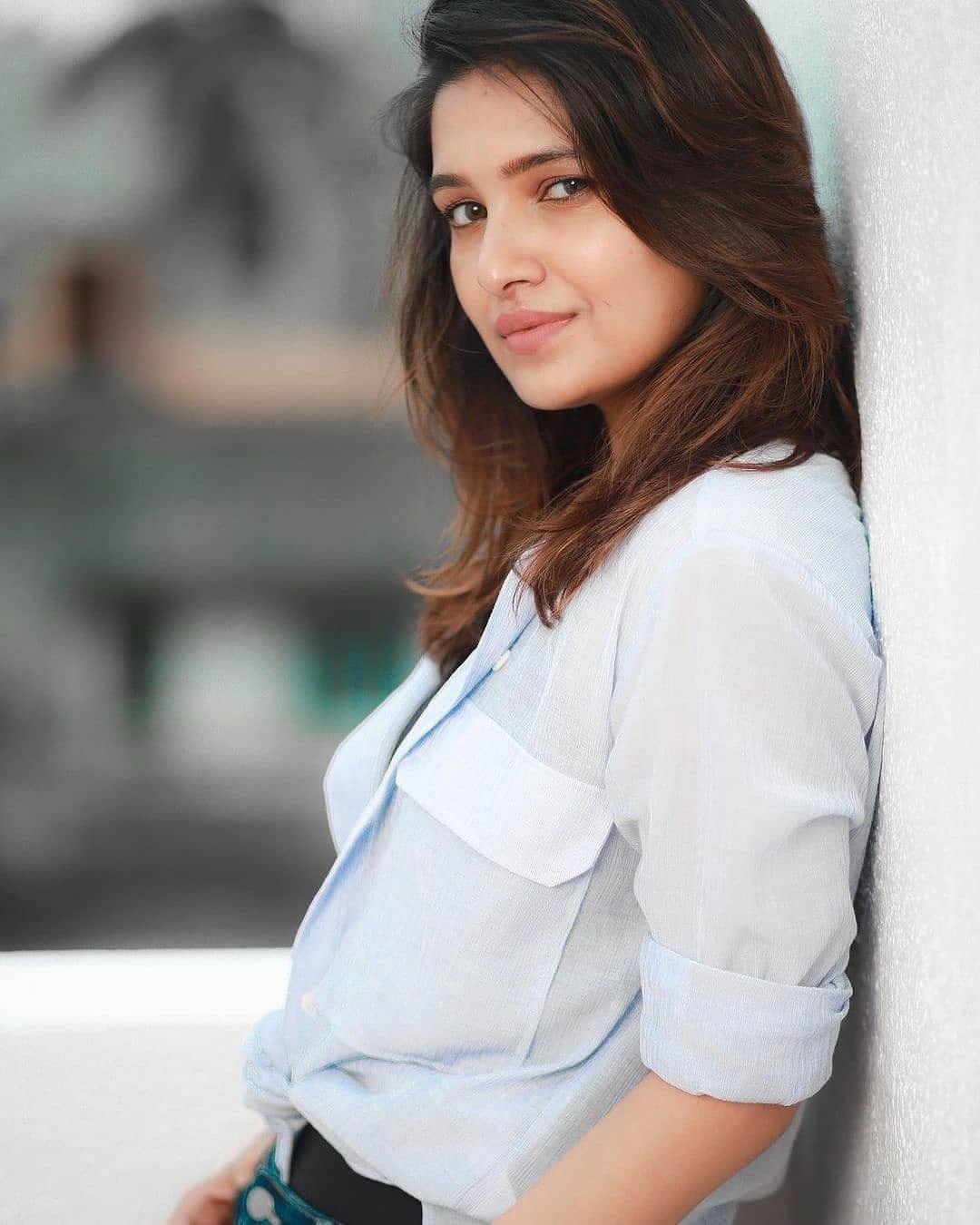 Vani Bhojan Actress Photos Stills Gallery (4)
