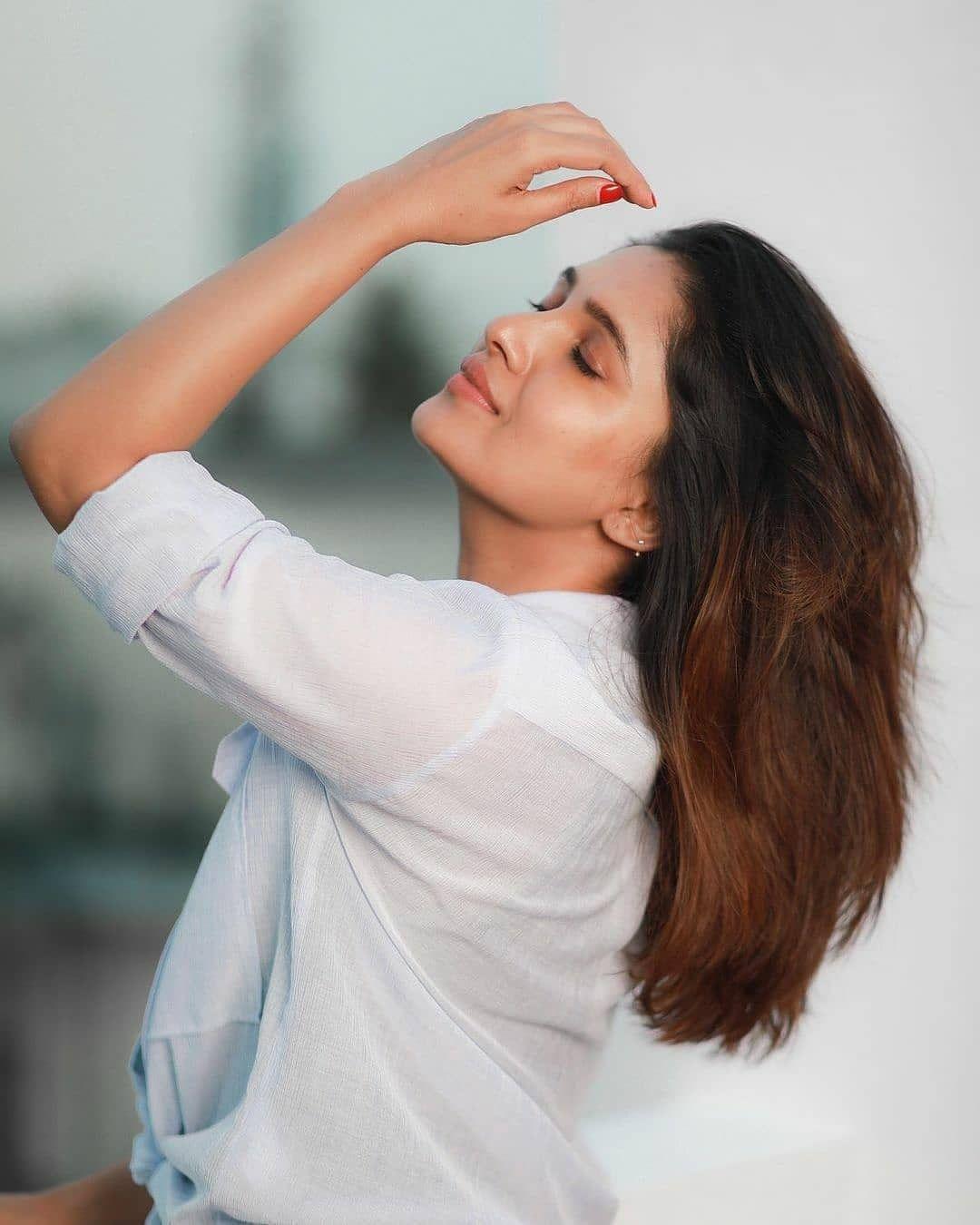 Vani Bhojan Actress Photos Stills Gallery (5)