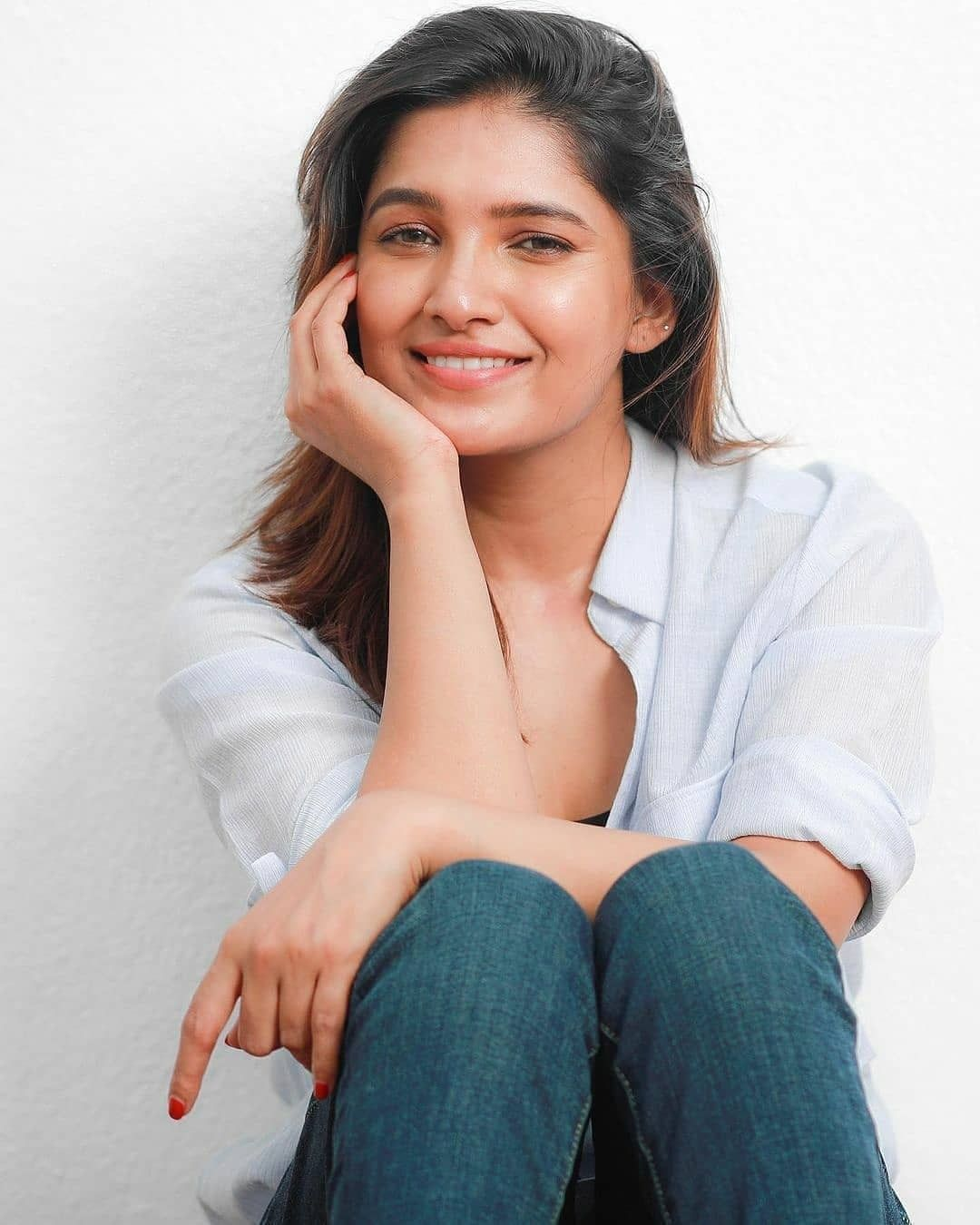 Vani Bhojan Actress Photos Stills Gallery (6)
