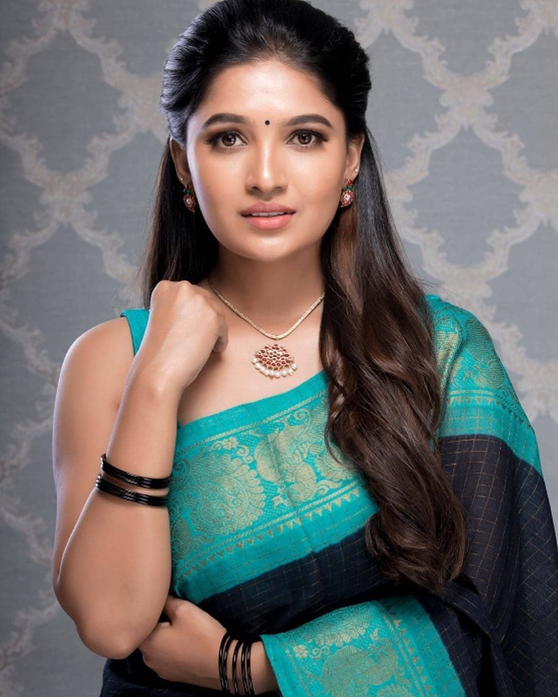 Vani Bhojan Actress Photos Stills Gallery (8)