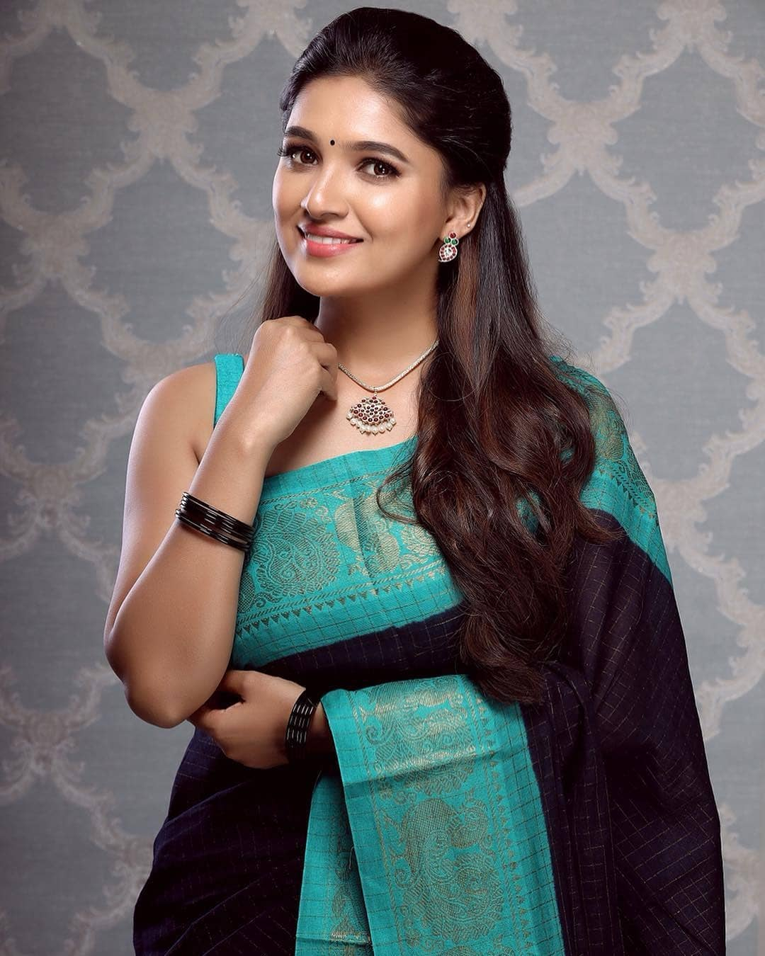 Vani Bhojan Actress Photos Stills Gallery (9)