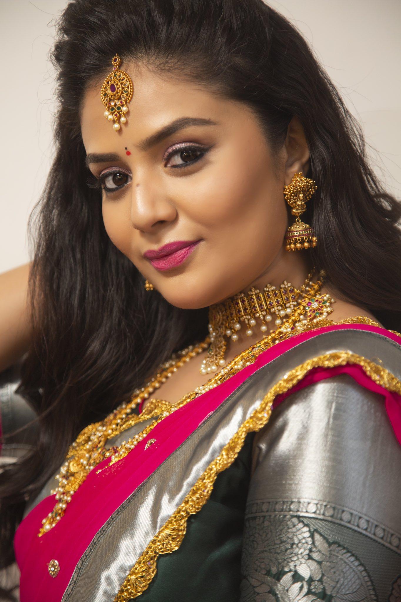 SreeMukhi-image-001-002505641545