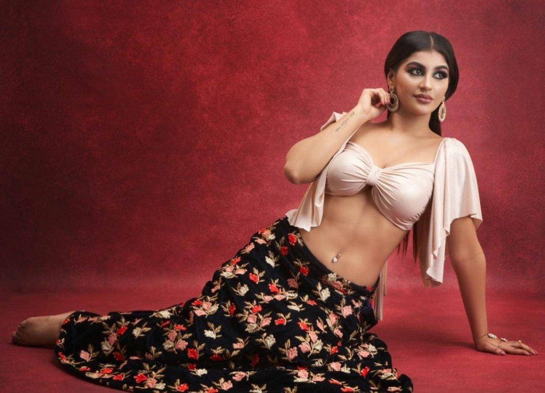 Tamil Actress Yashika Aannand Stills