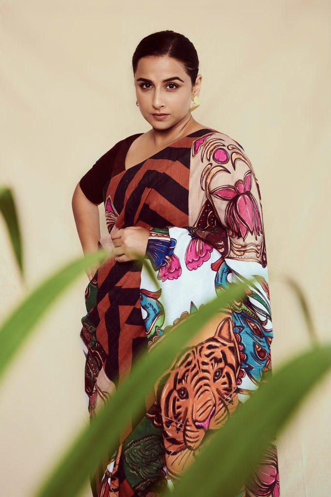 vidya-balan-hd-saree-photos-14725896334