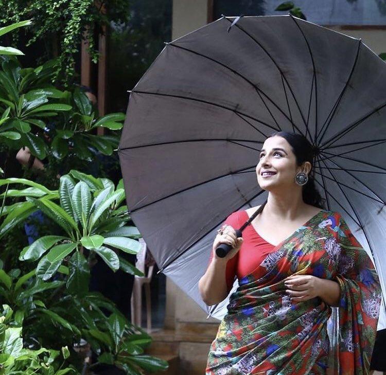 vidya-balan-hd-saree-photos-14725896333